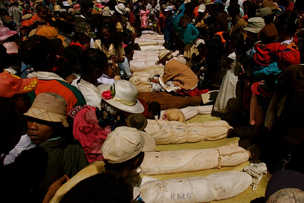 Festival Menari Dengan Mayat Di Madagascar